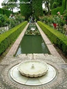 La Alhambra jardines de acceso al Generalife