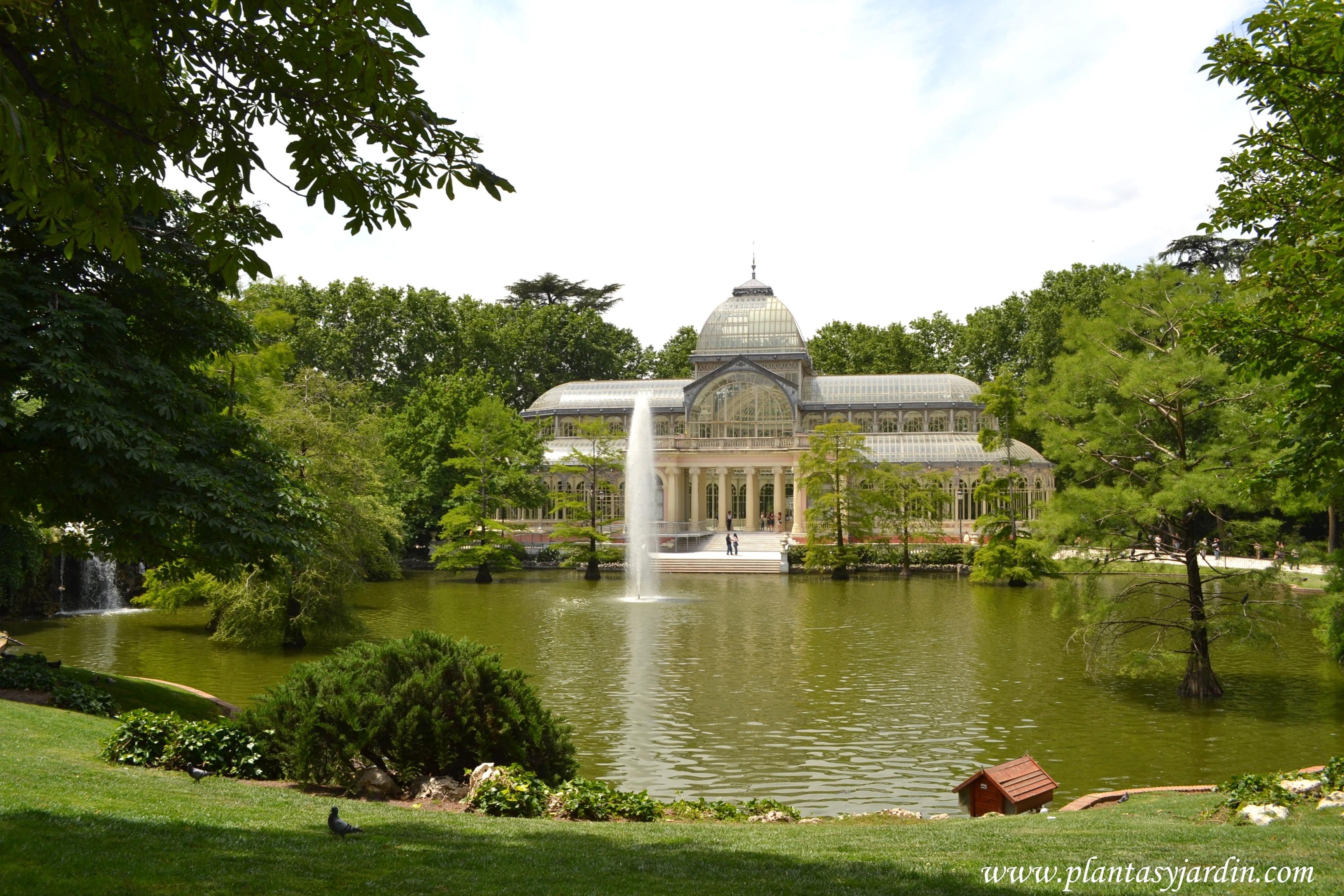 El Palacio de Cristal en el Parque del Buen Retiro en Madrid