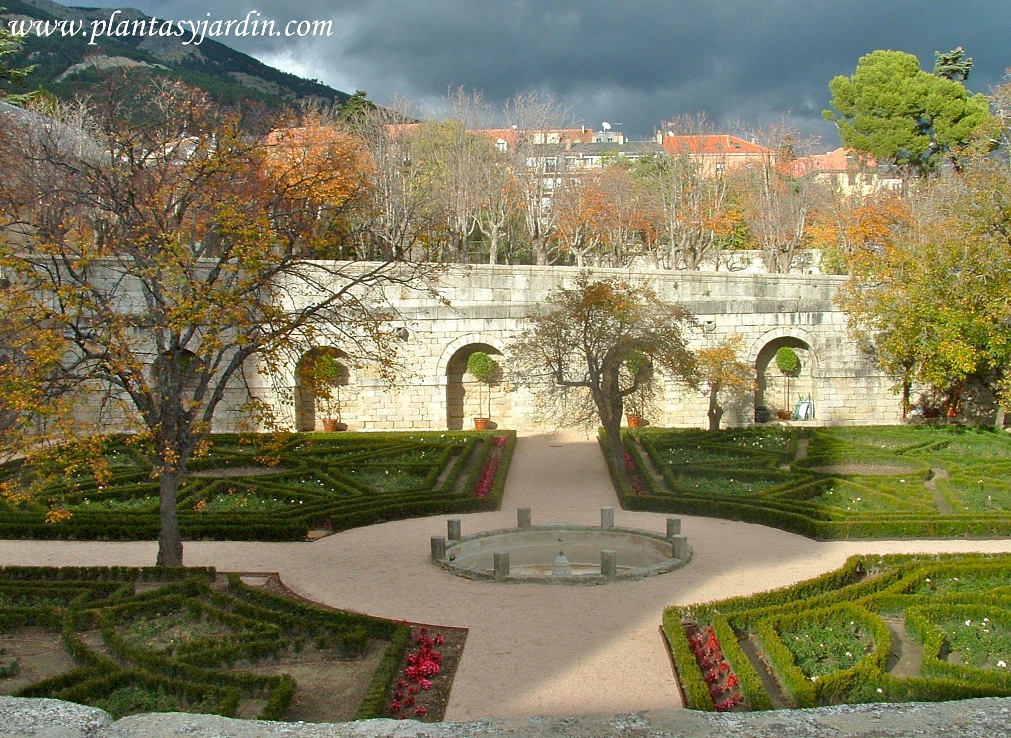 Jardin del Monasterio de El Escorial en otoño