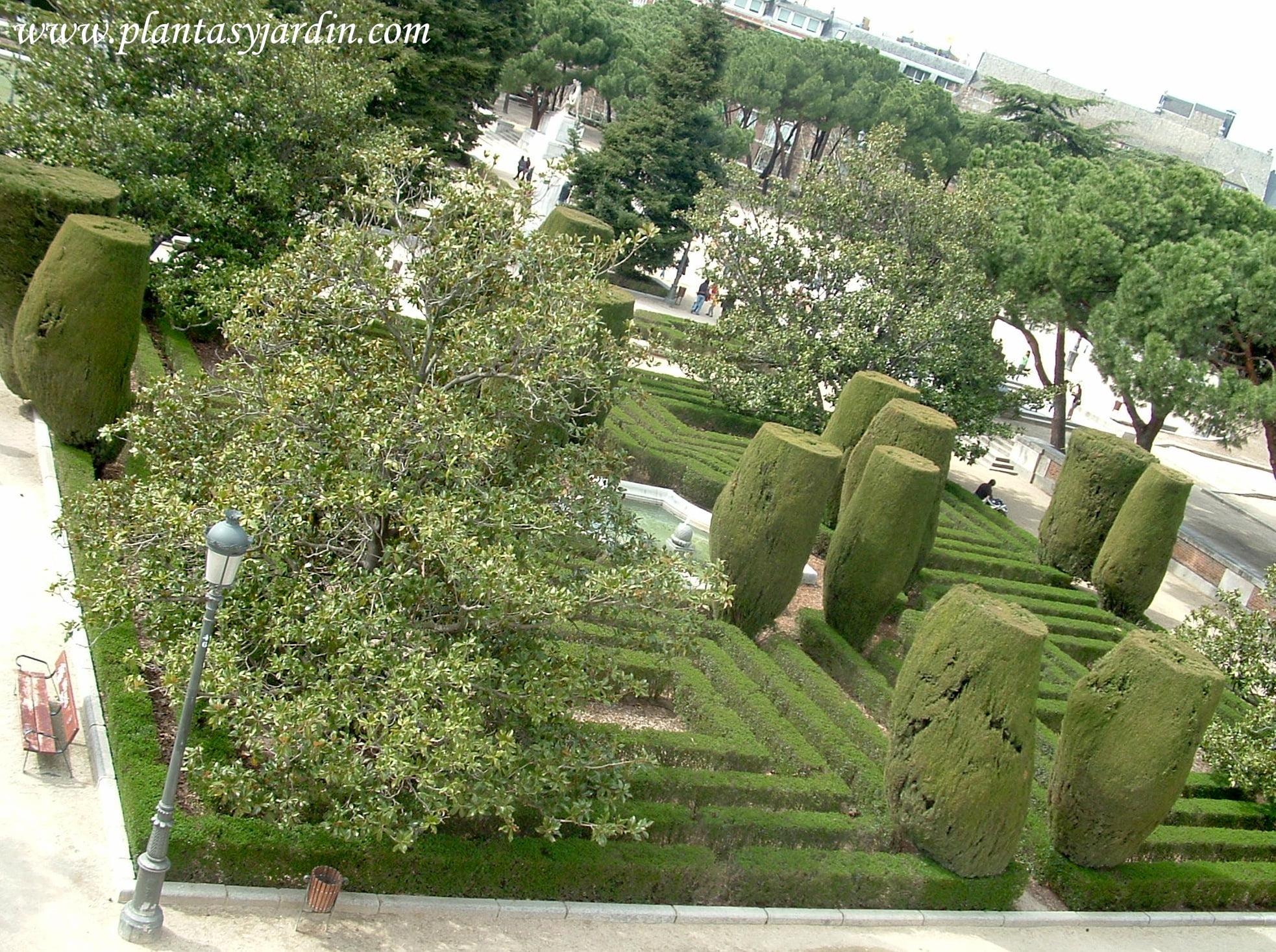 Jardines de Sabatini desde la entrada principal