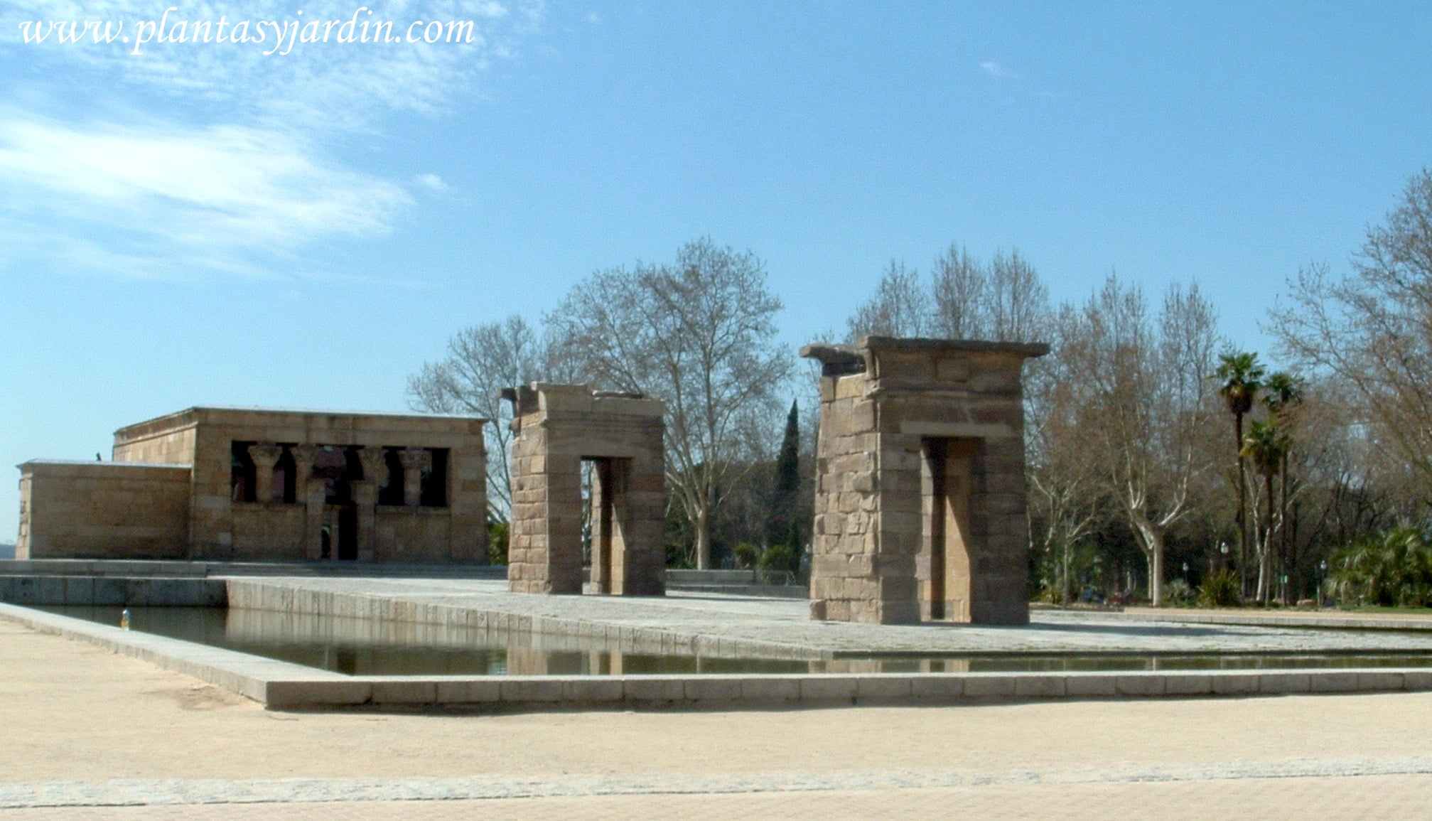 vista general del Templo de Debod en Madrid