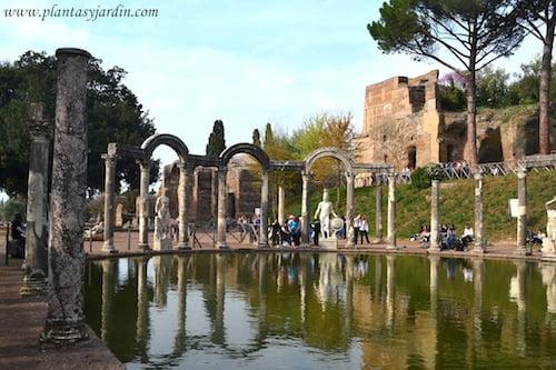 Canopo con replicas de Ares y Hermes mitologia griega en la Villa Adriana