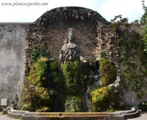 Fuente de la diosa naturaleza o Diana Efesia esculpida en 1568 por Gillis Van de Vliete