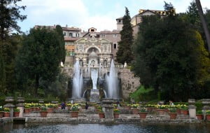 La fuente del Organo con una cascada naturalista con juegos de agua y estanques