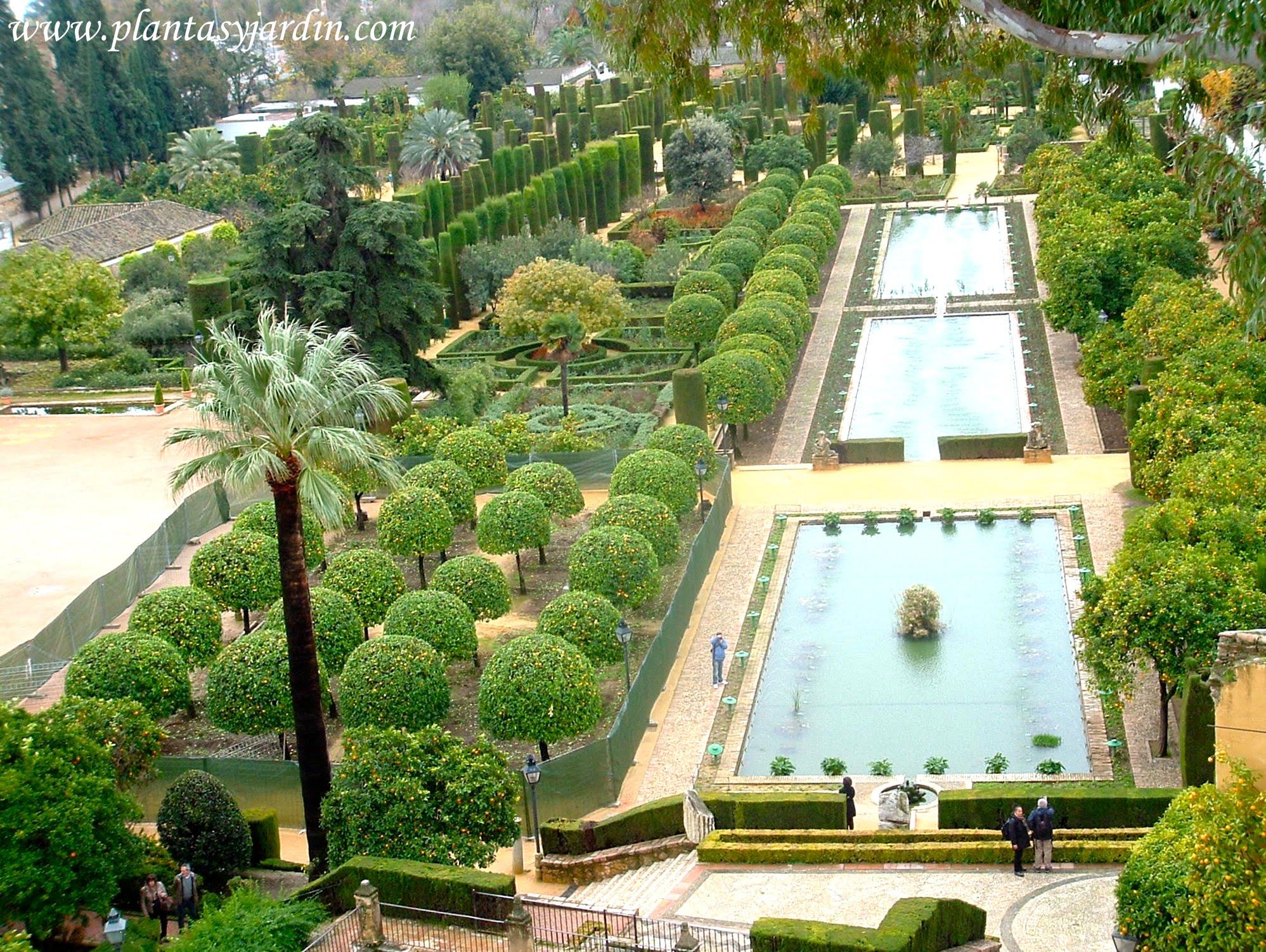Vista de los Jardines del Alcazar de los reyes católicos desde la torre