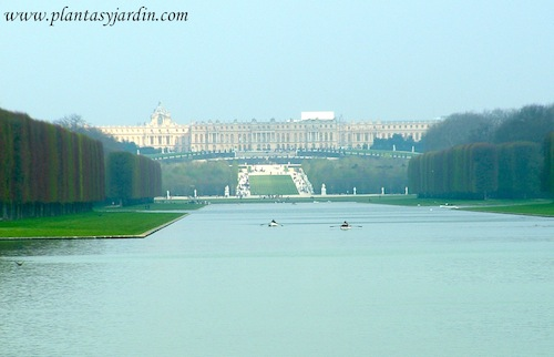 vista del gran canal de Versalles en perspectiva el Châteaux