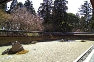 (*) Jardín Karesansui en Ryan-ji, Kyoto. Influenciado por el budismo zen.