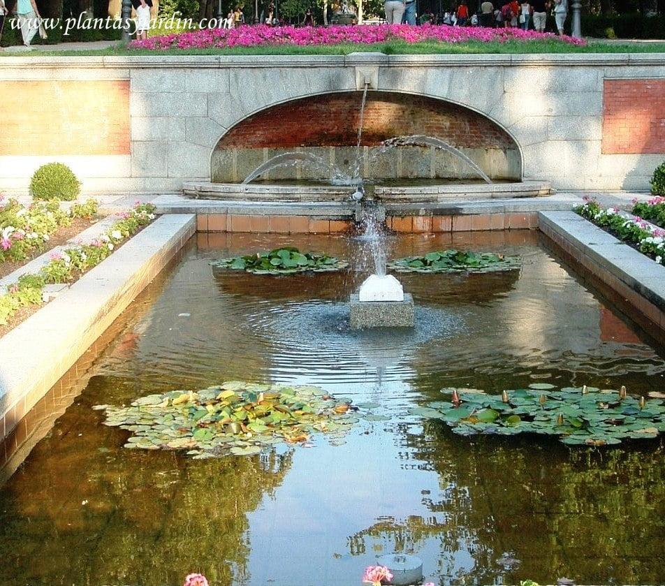 estanque entrada principal del Parque del  Buen Retiro de Madrid