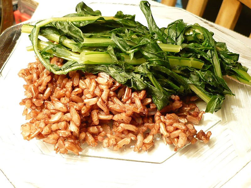 (*) salteado de hojas de Diente de león con una variedad de arroz oriental