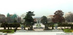 Arte topiario en la entrada al Jardín del Parterre en el Parque del Buen Retiro-Madrid.