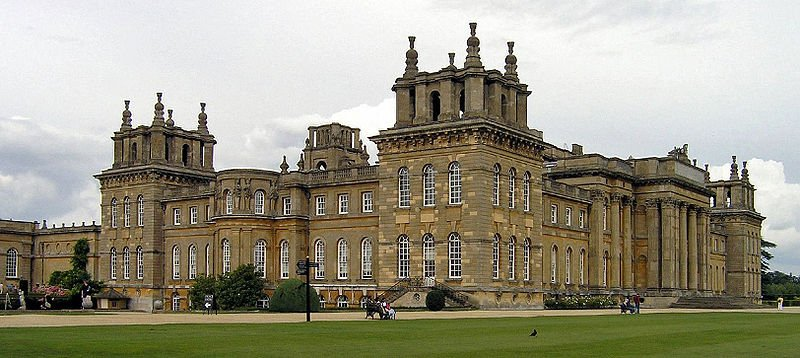 (*) Blenheim Palace en Oxfordshire.