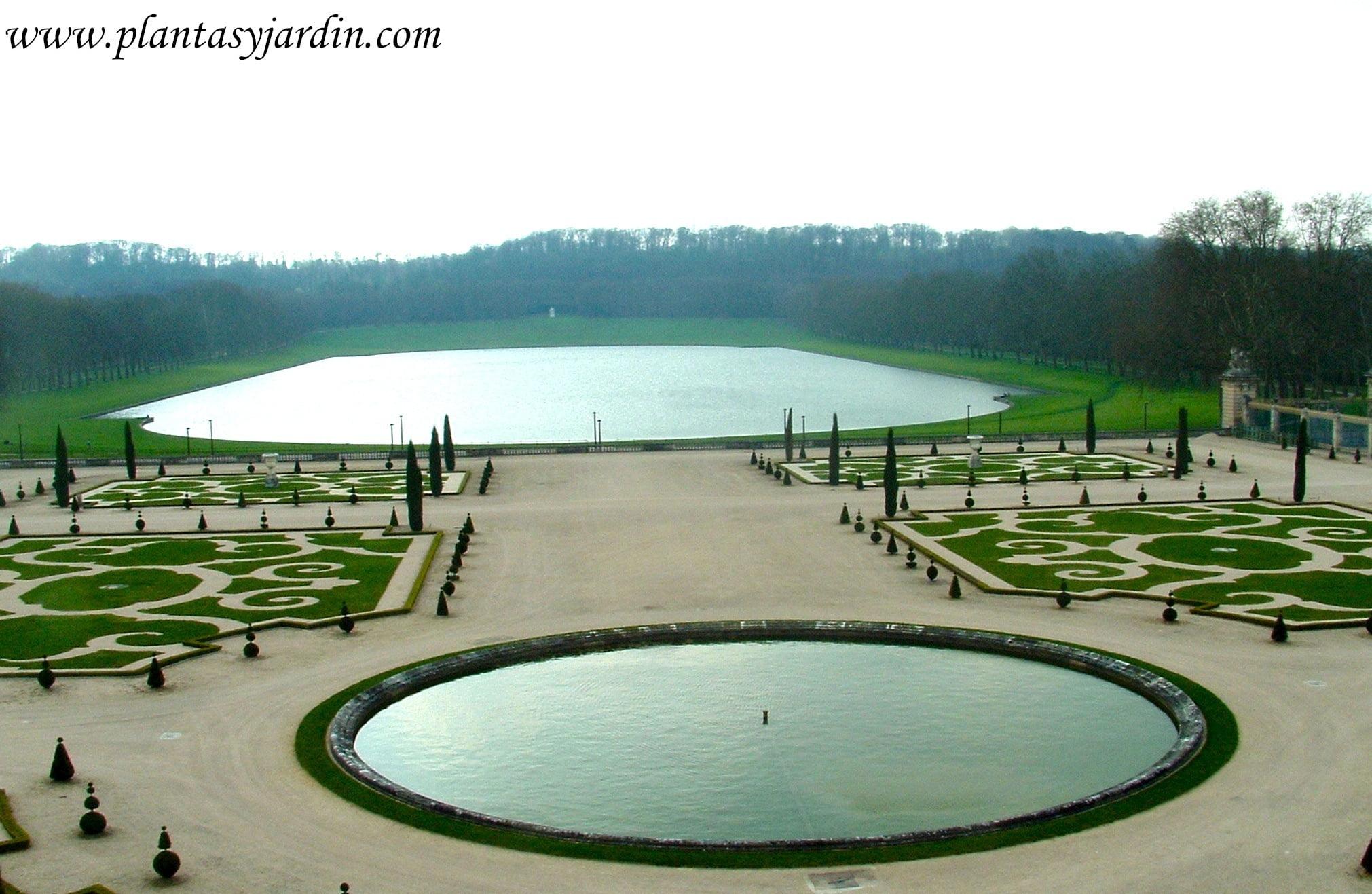 Parterres de La Orangerie en los jardines de Versalles