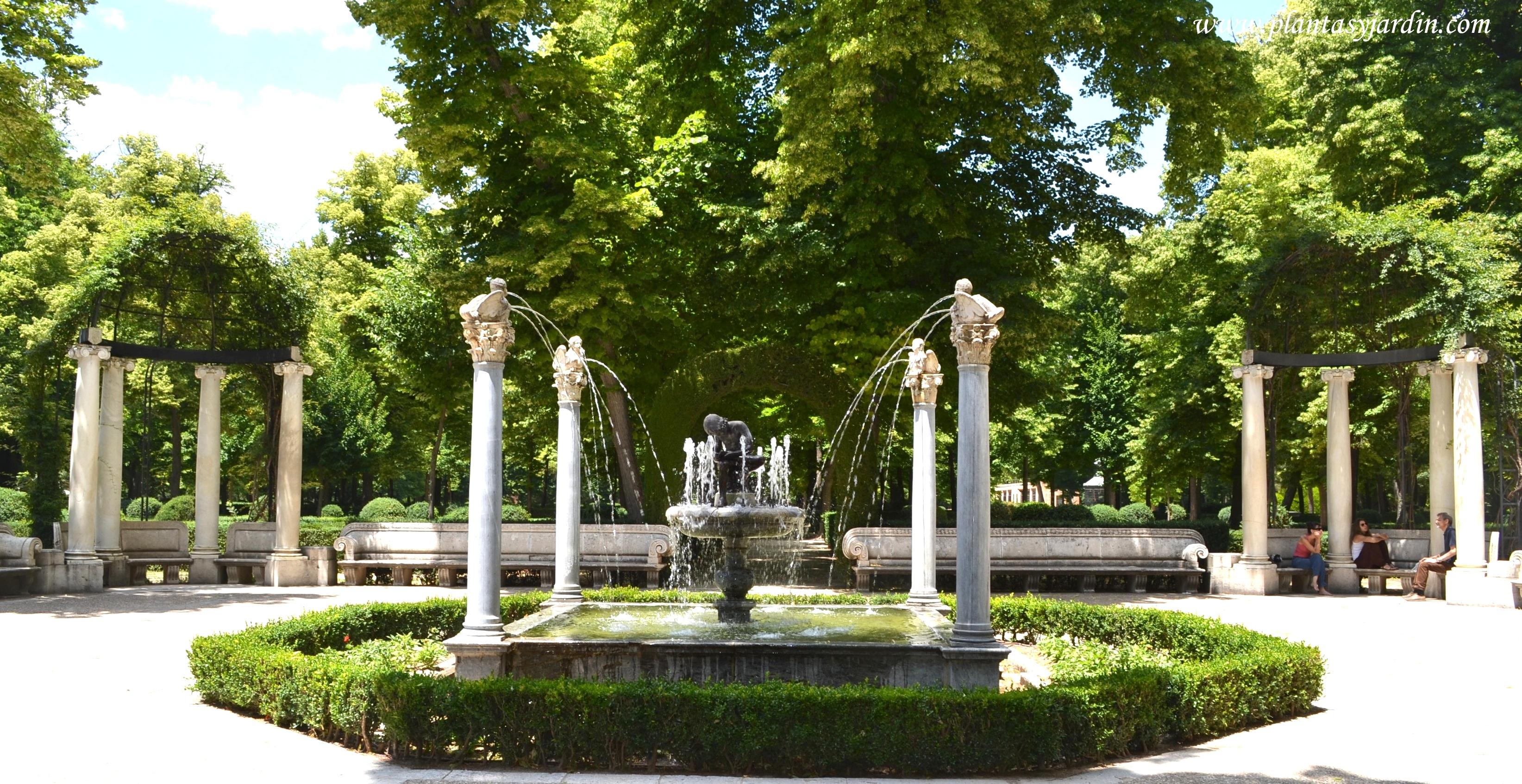 Jardines del Real Palacio de Aranjuez, fuente del Espinario en el Jardín de la Isla.