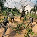Biomo mediterráneo. Viñas rodeadas de esculturas. Foto: edenproyect.com