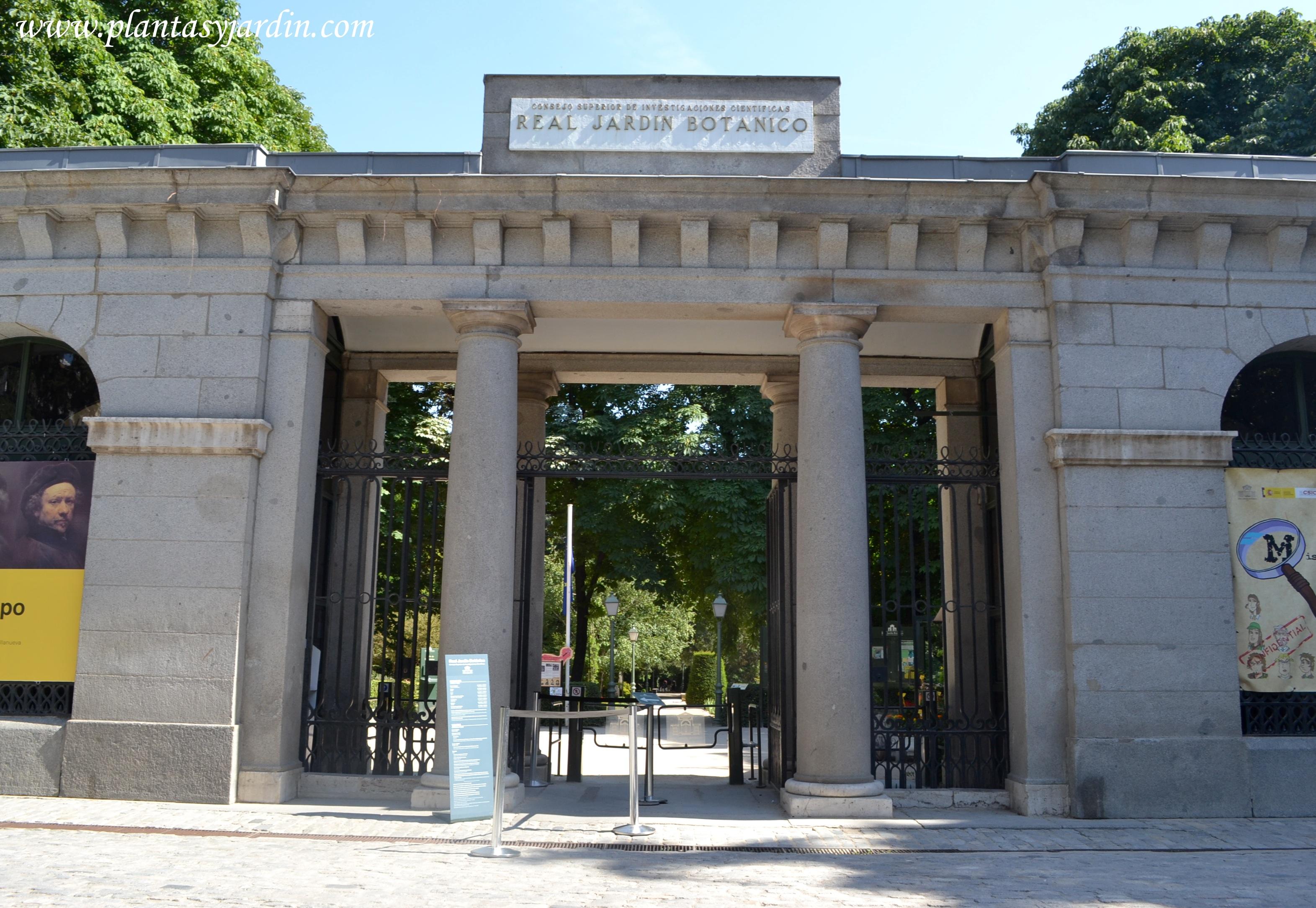 Acceso principal al Real Jardín Botánico de Madrid.