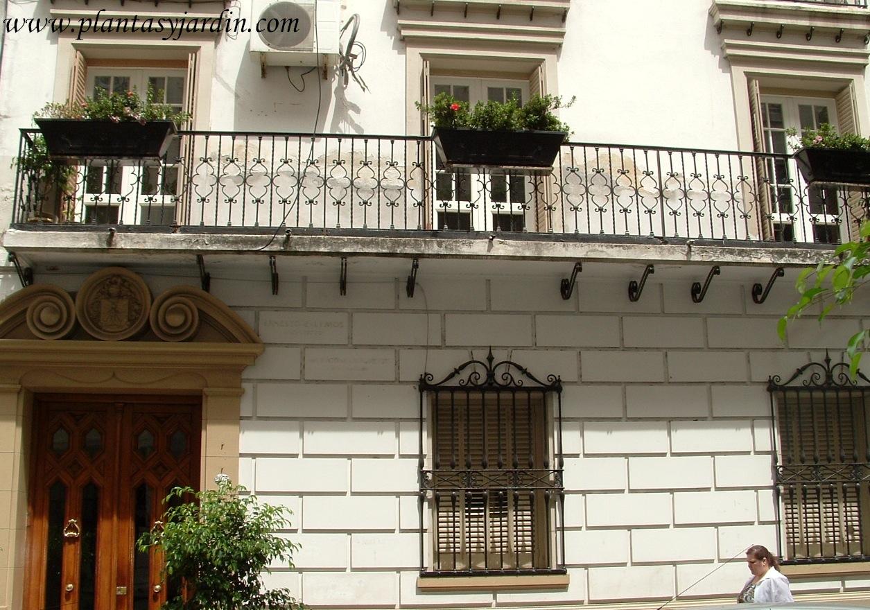 Balcón en el Pasaje Anasagasti en el barrio de Palermo