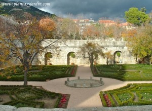 Jardín del Monasterio de El Escorial en otoño