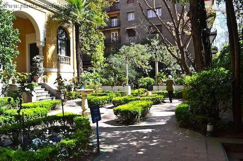 entrada al jardín de la casa museo de Joaquín Sorolla en Madrid