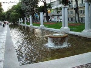 Paseo de los Recoletos de sur a norte conecta la Cibeles con la Plaza Colón en Madrid
