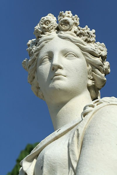 Estatua de Flora de Marc Arcis y Simon Mazière en el Palacio de Versailles. Foto Wikipedia