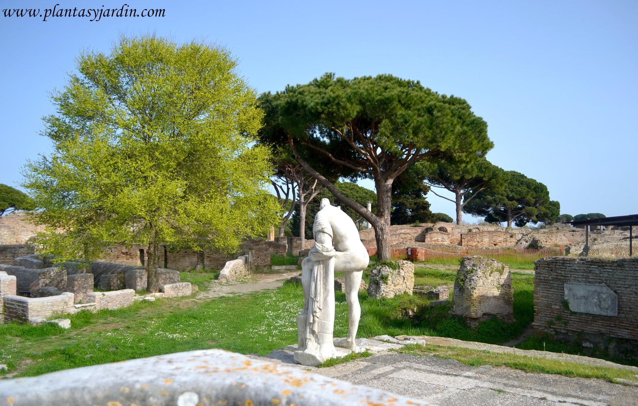 esculturas clásicas en Ostia antica, Roma