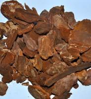 La corteza de pino decorativa o chips de madera